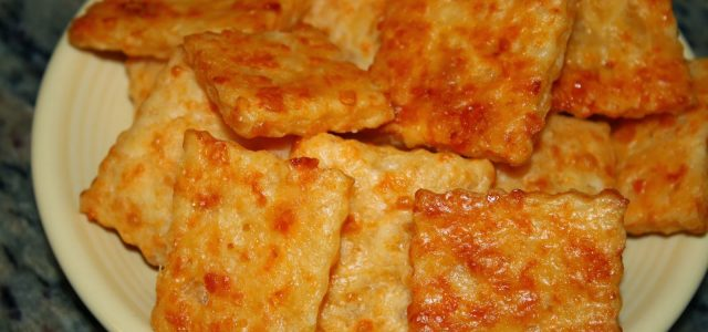 Garlic Asiago Cheddar Cheese Crackers